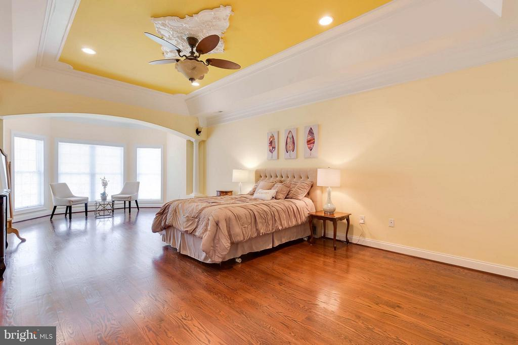Spacious Master Bedroom with Sitting Room - 5521 CLIFTON RD, CLIFTON