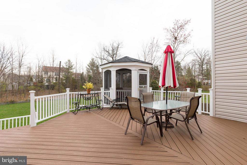 Composite Deck with Vinyl Railings and Gazebo - 5521 CLIFTON RD, CLIFTON
