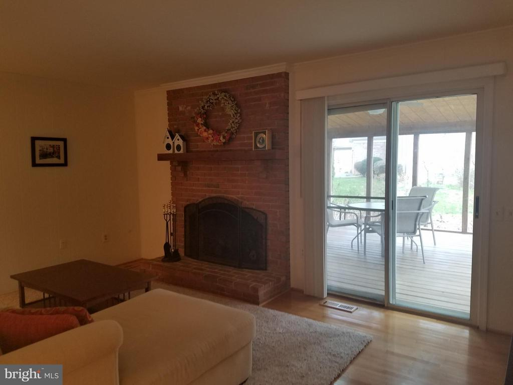 Family Room With View OftheScreenedPorch - 5827 OAKLAND PARK DR, BURKE