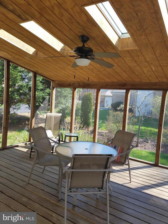 Awesome Screened Porch - 5827 OAKLAND PARK DR, BURKE