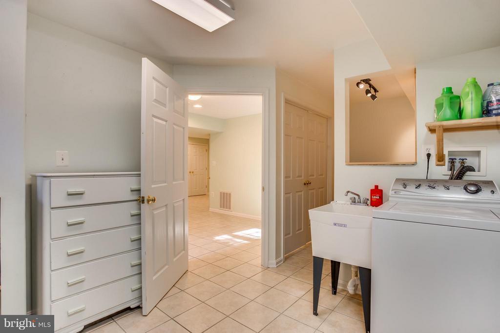 Full Sized Laundry Room - 25 BLUE SPRUCE CIR, STAFFORD