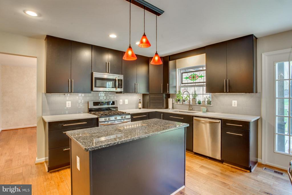 Granite Counters, Energy Efficient SS Appliances - 25 BLUE SPRUCE CIR, STAFFORD