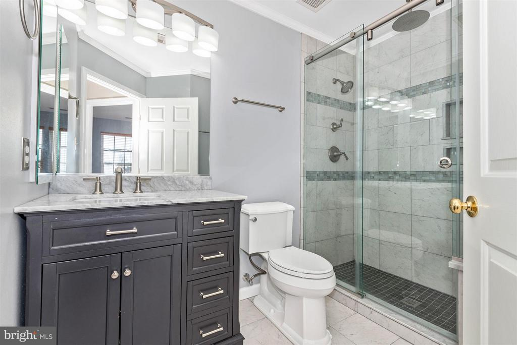 Upper level hall bath. - 5802 WHITEROSE WAY, NEW MARKET