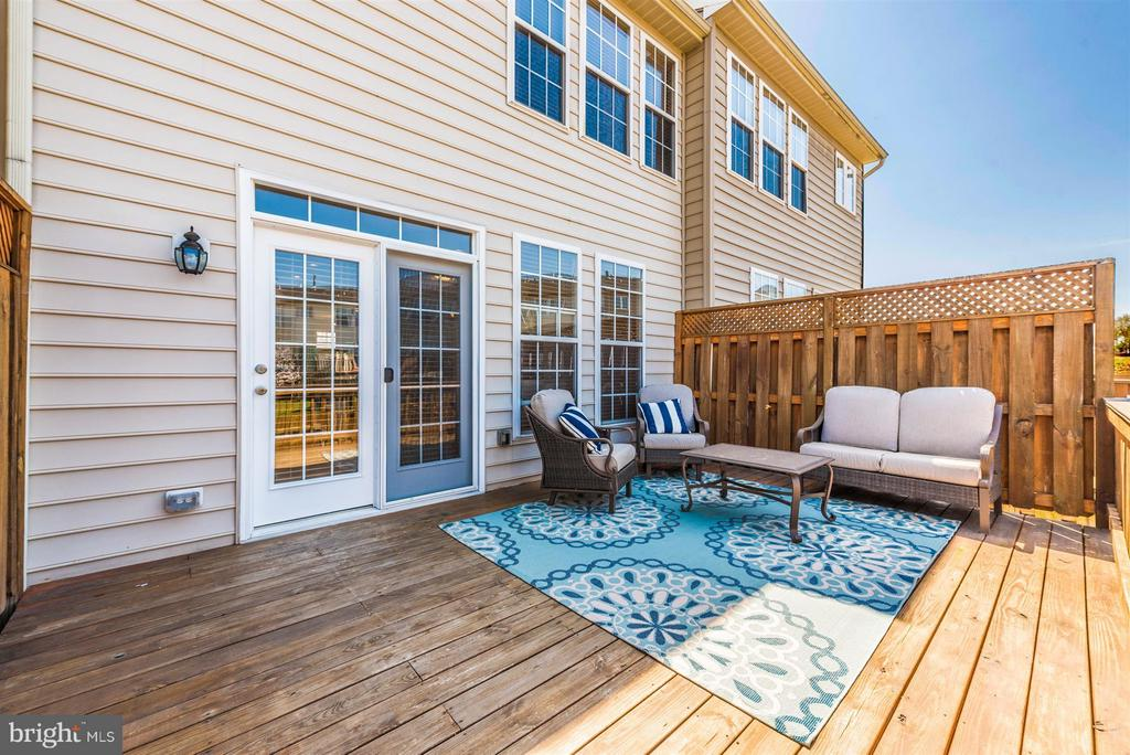 Large private deck. - 5802 WHITEROSE WAY, NEW MARKET
