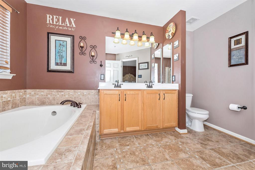 Bath (Master) - 5802 WHITEROSE WAY, NEW MARKET