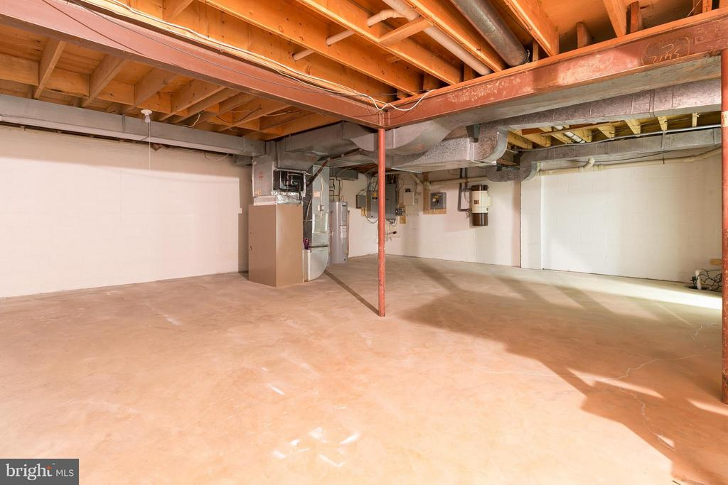 Unfinished Basement w/ Ample Storage Space - 8029 OLD DOMINION DR, MCLEAN