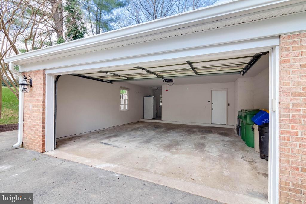 Expanded Double Car Garage w/ Attic Storage - 8029 OLD DOMINION DR, MCLEAN
