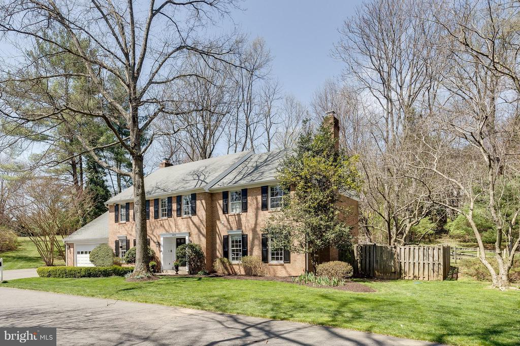 Picturesque Landscaping, w/ Trees & Lush Lawn - 8029 OLD DOMINION DR, MCLEAN