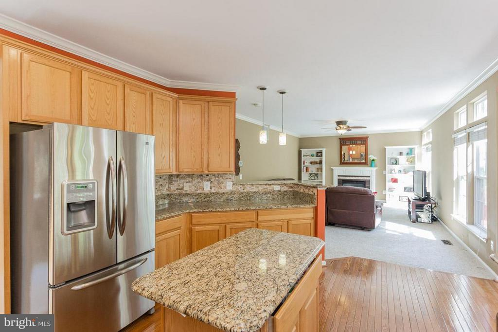 Open Kitchen to Family Room - 5632 EPPES ISLAND PL, MANASSAS