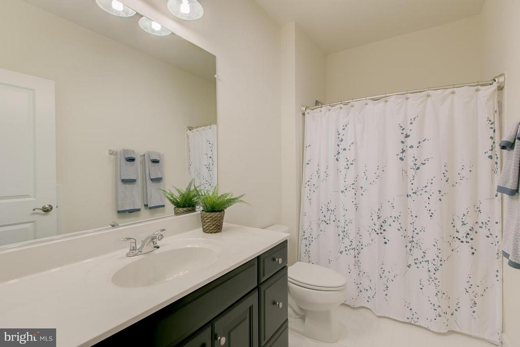 Upstaris main hall bathroom. - 397 PEAR BLOSSOM RD, STAFFORD