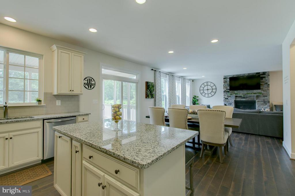 Gourmet kitchen! Microwave dbls as 2nd oven!!! - 397 PEAR BLOSSOM RD, STAFFORD