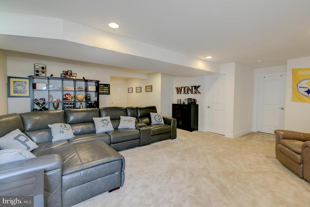 Large rec room with sep. room for work out room. - 397 PEAR BLOSSOM RD, STAFFORD