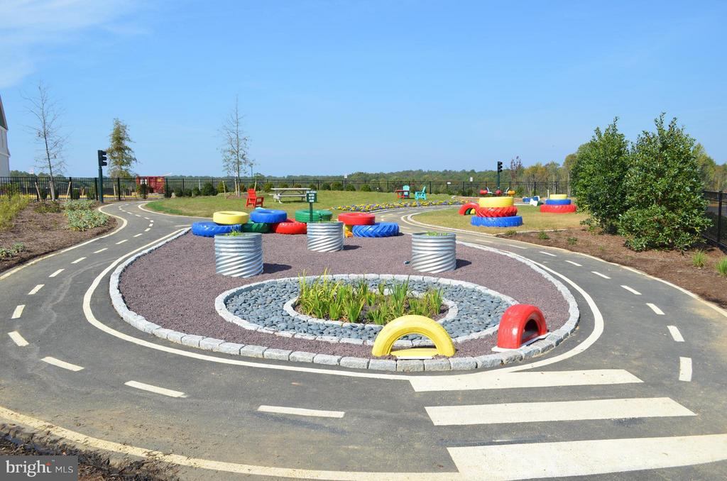 Race track for kids to bring their big wheel!! - 397 PEAR BLOSSOM RD, STAFFORD