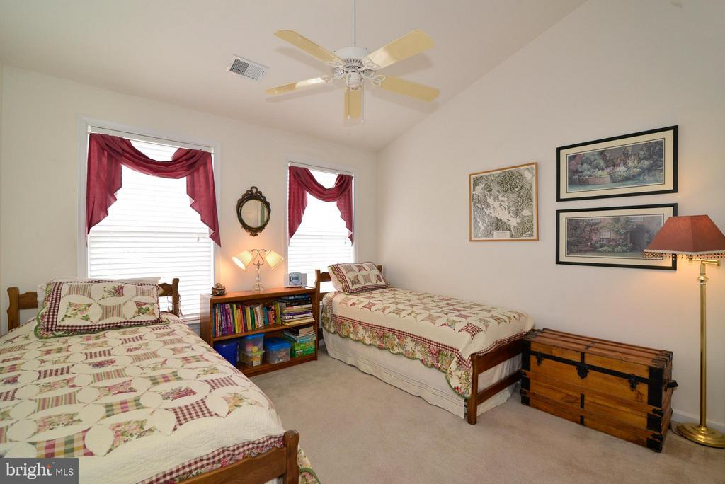 All of the bedrooms are spacious in this home.. - 44019 LORDS VALLEY TER, ASHBURN