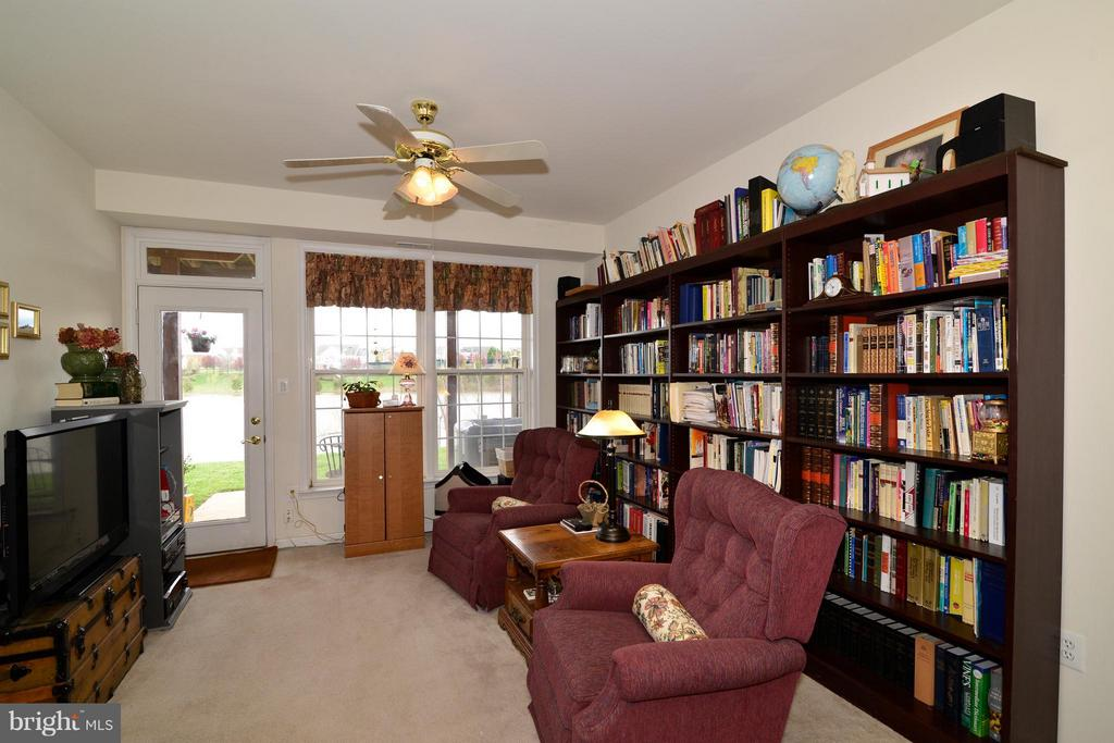 Library and sitting area across from bedroom #4. - 44019 LORDS VALLEY TER, ASHBURN