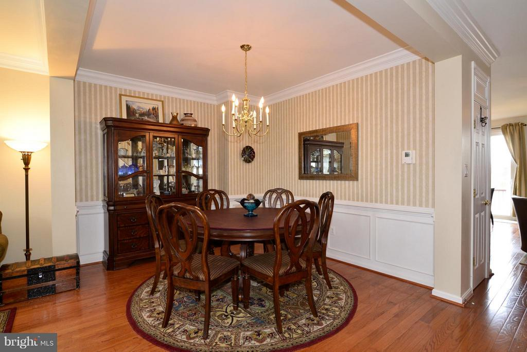 Large dining room ready for your next holiday meal - 44019 LORDS VALLEY TER, ASHBURN