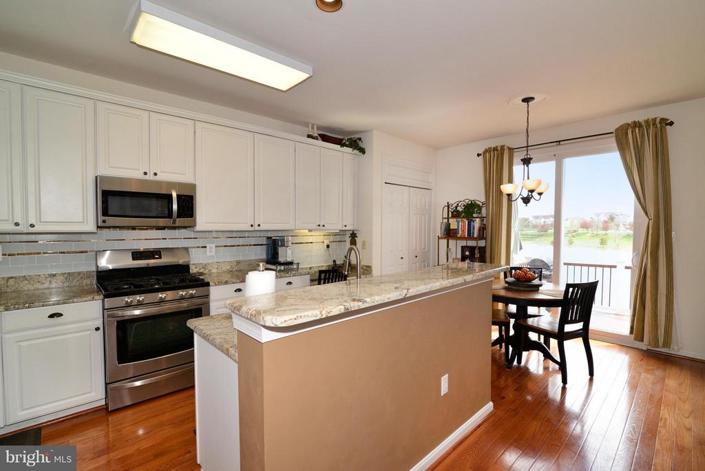 Kitchen w/ breakfast nook has gorgeous lake view - 44019 LORDS VALLEY TER, ASHBURN