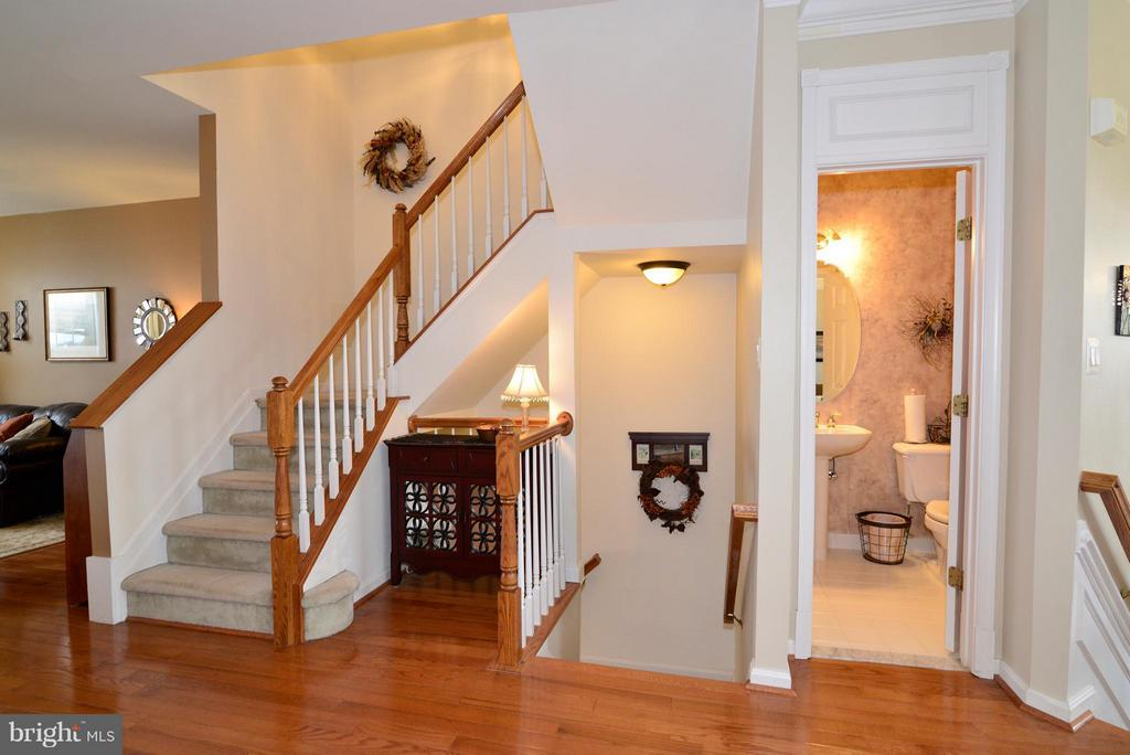 Check out those gleaming hardwood floors! - 44019 LORDS VALLEY TER, ASHBURN