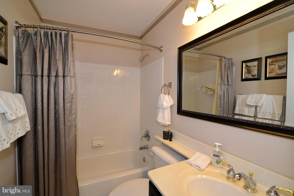 Recently updated upper level full bath. - 44019 LORDS VALLEY TER, ASHBURN