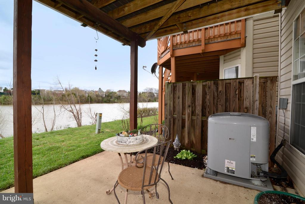 Enjoy the outdoors on your shady patio space! - 44019 LORDS VALLEY TER, ASHBURN