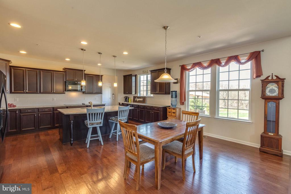 Cabinets and counter space Galore,hardwood floors - 1018 HUNTERS KNL, MYERSVILLE
