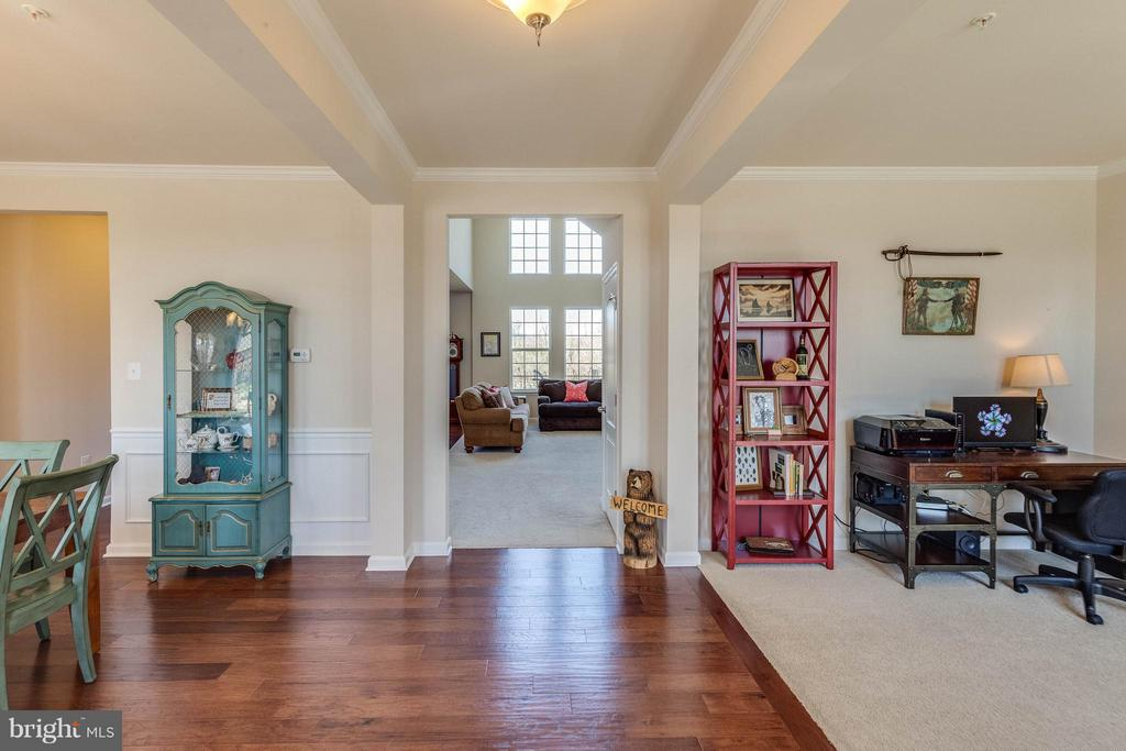 Foyer w view to Two Story Family Room - 1018 HUNTERS KNL, MYERSVILLE