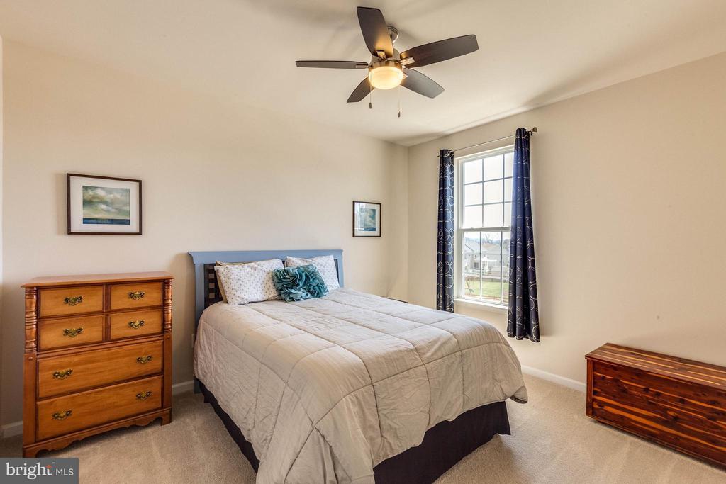 Guest Bedroom w walk in closet & ceiling fan - 1018 HUNTERS KNL, MYERSVILLE