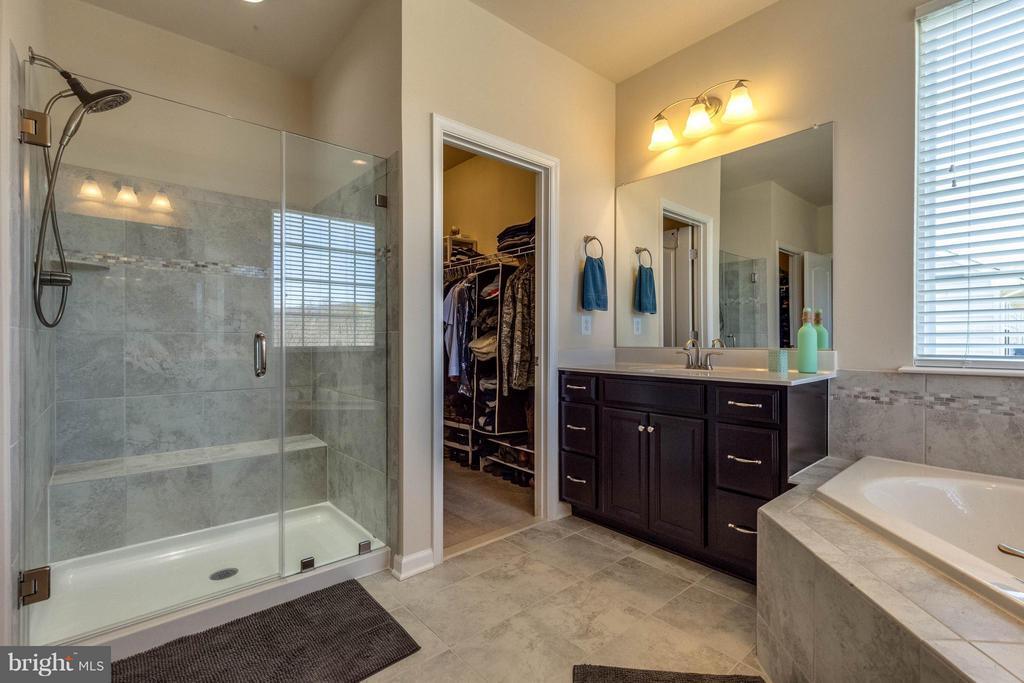 Spa-Like Master Bath w Frameless Shower - 1018 HUNTERS KNL, MYERSVILLE