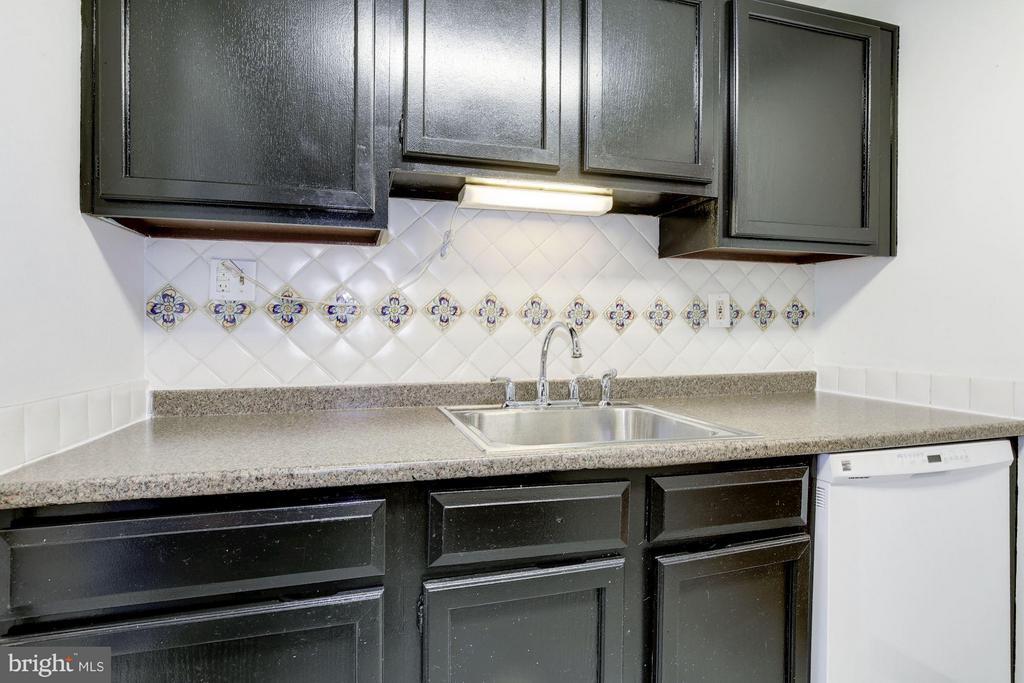 Excellent cabinet space - 110 GEORGE MASON DR #110-1, ARLINGTON