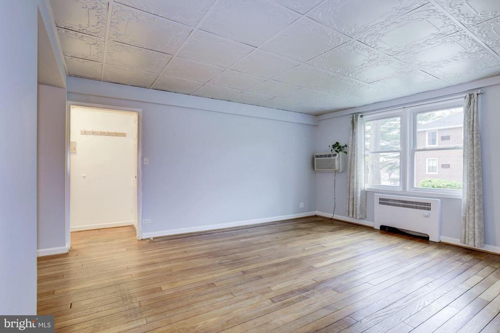 Hardwood floors throughout - 110 GEORGE MASON DR #110-1, ARLINGTON