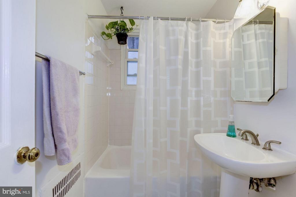 Bathroome - 110 GEORGE MASON DR #110-1, ARLINGTON