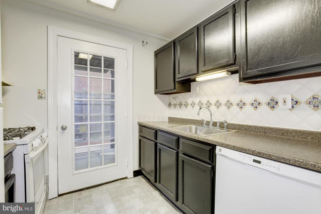Leads out to private patio - 110 GEORGE MASON DR #110-1, ARLINGTON