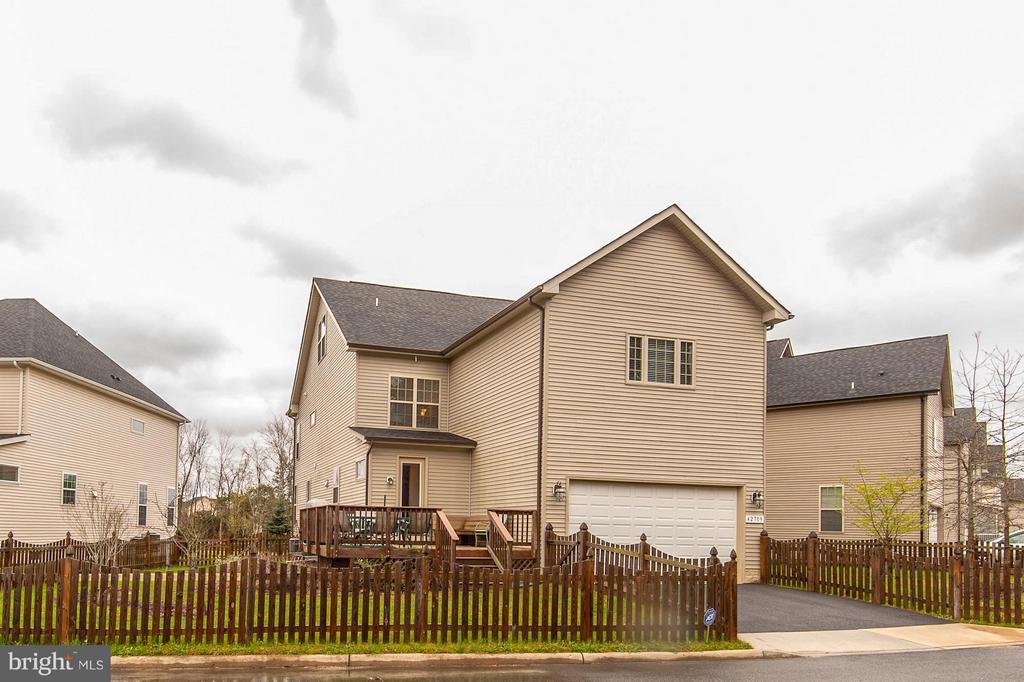 Attached 2-car garage - 42709 ASHBURN TILLETT DR, BROADLANDS