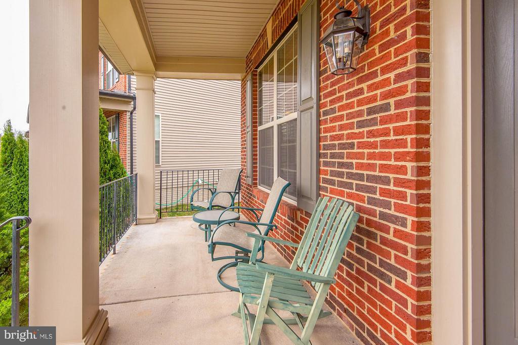 Peaceful front porch - 42709 ASHBURN TILLETT DR, BROADLANDS