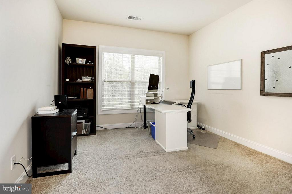 4th bedroom upstairs. Works well as an office too. - 42709 ASHBURN TILLETT DR, BROADLANDS