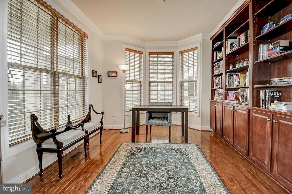 Home office w/ built-ins and great natural light - 42709 ASHBURN TILLETT DR, BROADLANDS