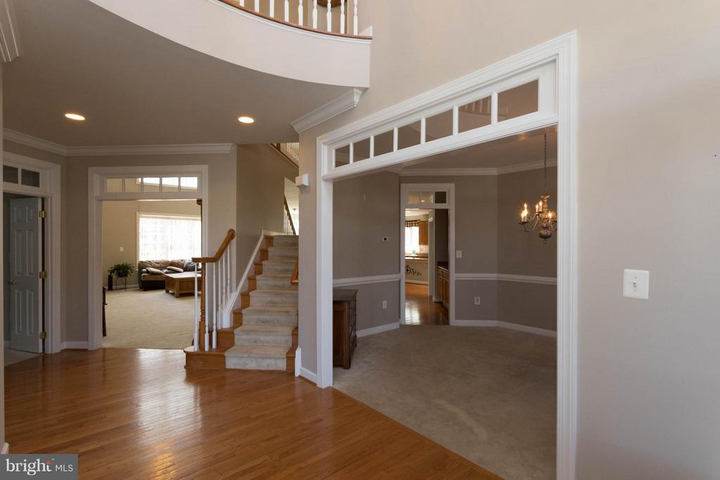 2 Story Foyer - 18621 KERILL RD, TRIANGLE