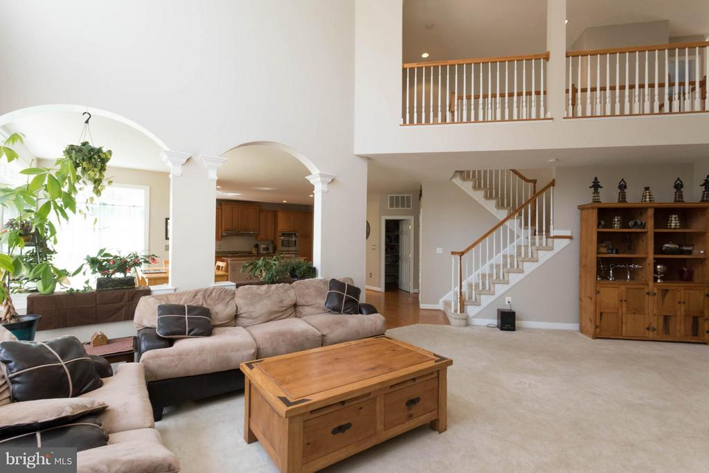 2 Story Family Room - 18621 KERILL RD, TRIANGLE