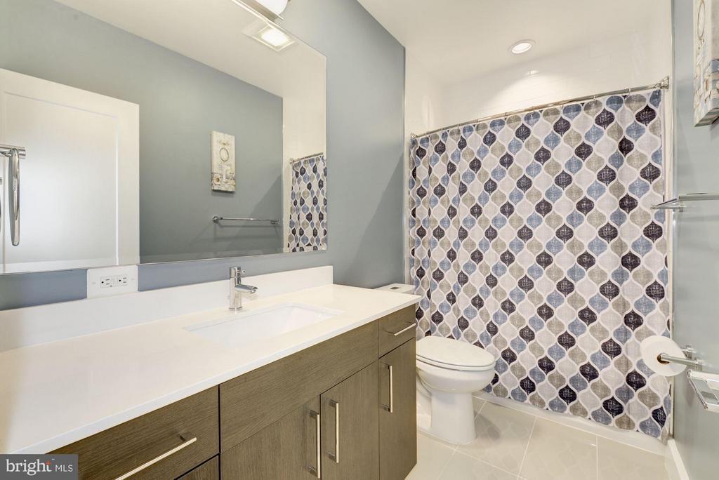 Bath - 2724 12TH ST NE #9, WASHINGTON