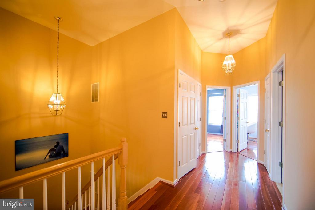 Upper Level Hallway - 6655 SCOTTSWOOD ST, ALEXANDRIA