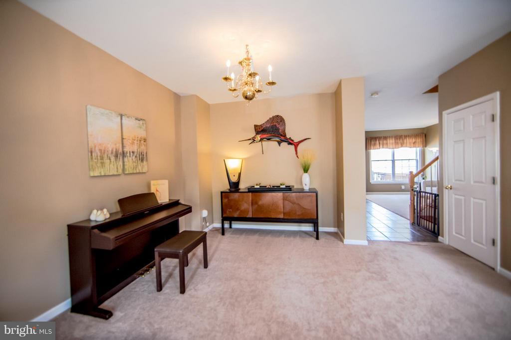 Living Room - 6655 SCOTTSWOOD ST, ALEXANDRIA