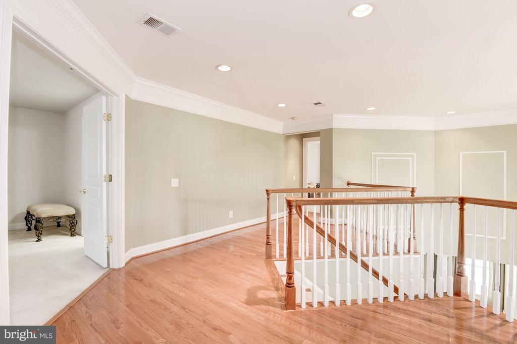 Upstairs Landing/Hallway - 8136 BLUEBONNET DR, LORTON