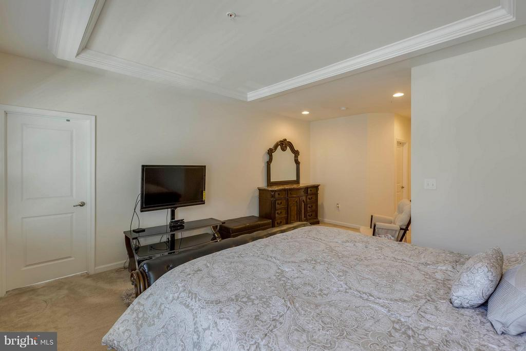 Will accomodate large furniture - 5210 STREAM BANK LN #301G, GREENBELT