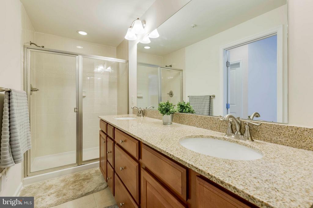 Dual, granite vanities and spacious shower - 5210 STREAM BANK LN #301G, GREENBELT