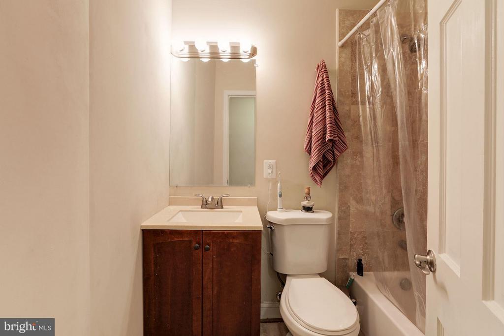 Bath - 4413 13TH ST NE, WASHINGTON
