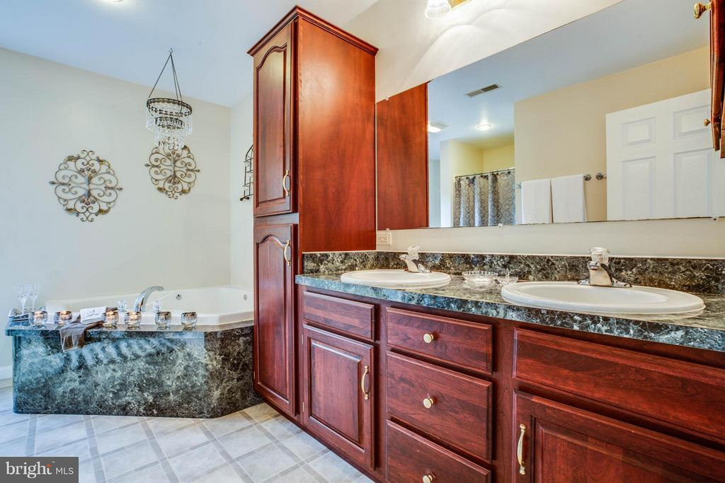 Bath (Master) - 10114 CONSTITUTION CIR, KING GEORGE