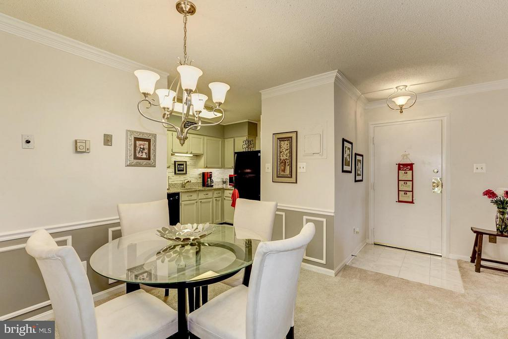 Dining nook area - 3123 PATRICK HENRY DR #322, FALLS CHURCH