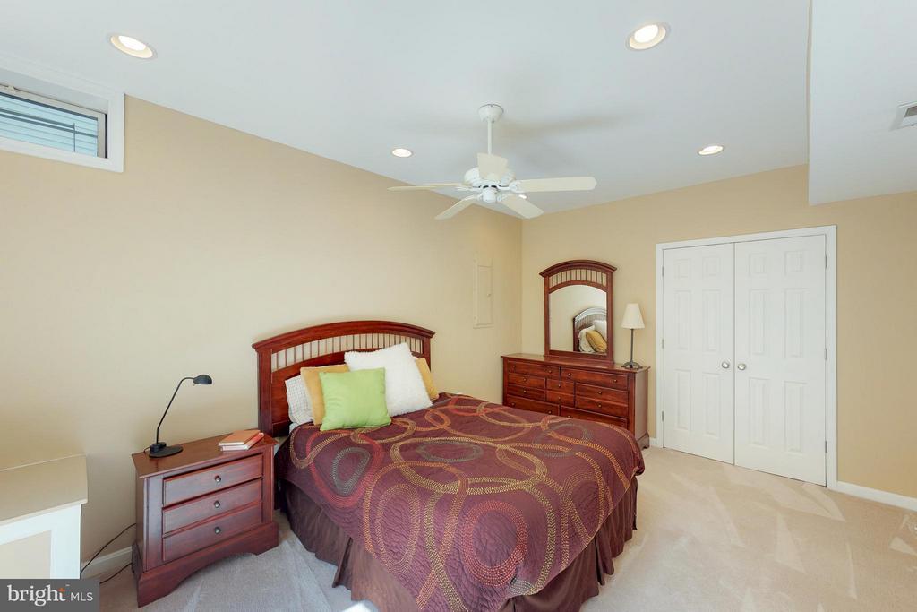 Lower Level Guest Room - 1311 GATESMEADOW WAY, RESTON