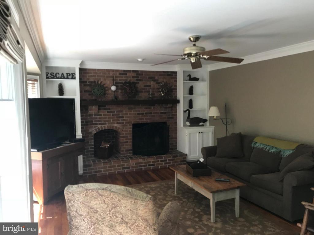 Family Room - 27 LARKWOOD CT, STAFFORD