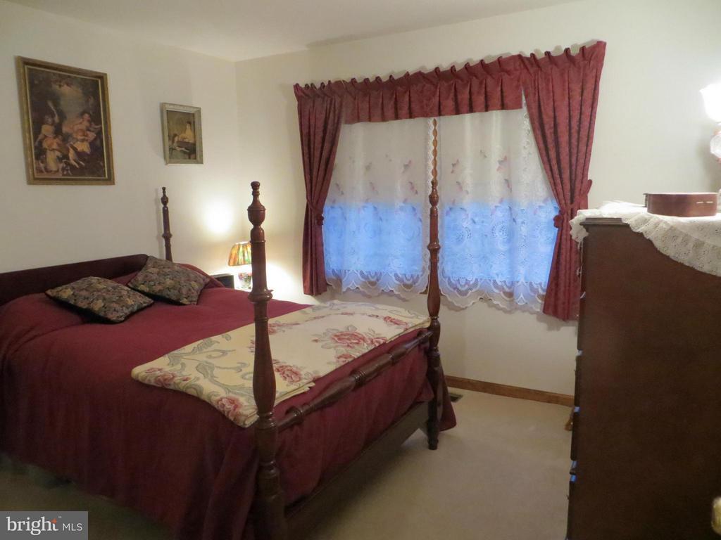 Bedroom two - 209 CREEKSIDE DR, LOCUST GROVE